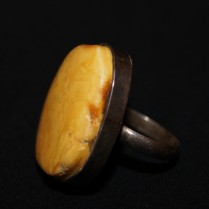 Перстень янтарный