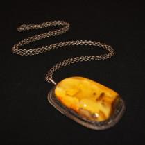 Кулон янтарный на цепочке